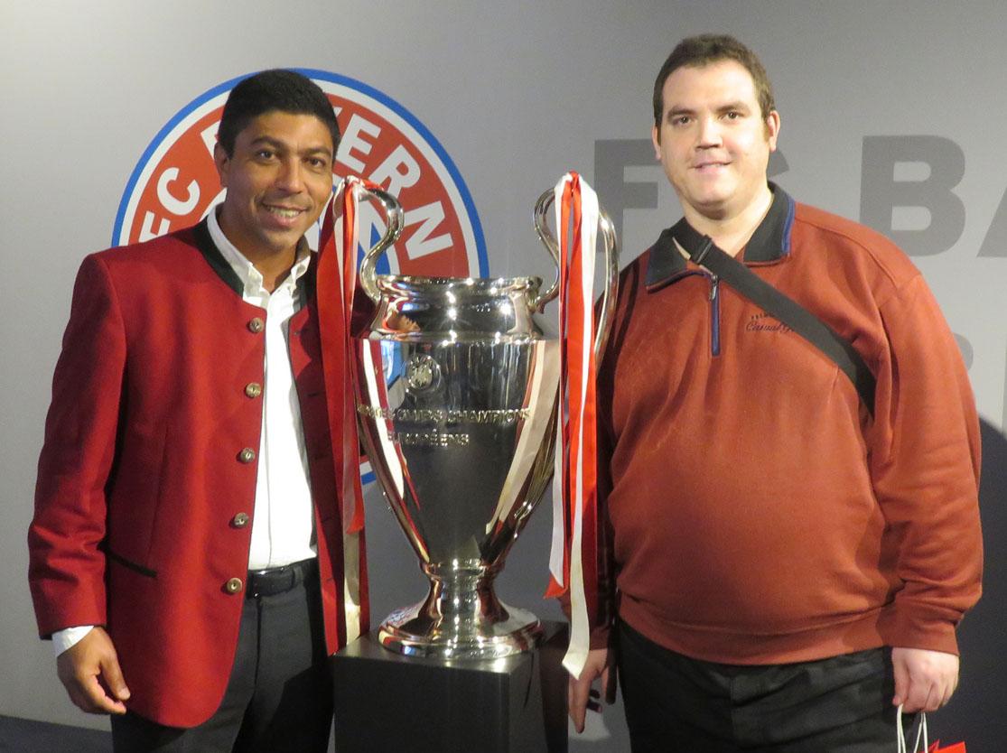 Giovane Elber und ich mit dem Champions League-Pokal